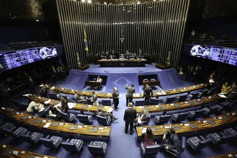 Bolsonaro e outros 141 ex-deputados já podem se aposentar com até R$ 33,7 mil