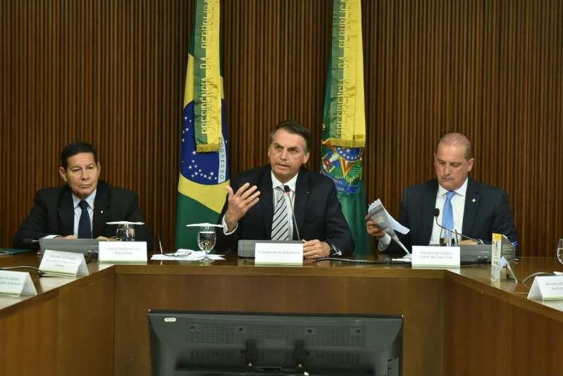 Ainda sem definição sobre prioridades, Bolsonaro realiza 3ª reunião ministerial