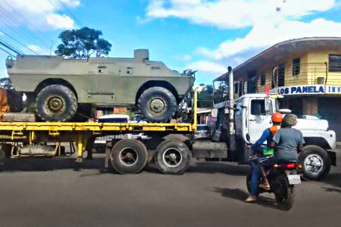 Maduro envia tanques para cidade próxima ao Brasil, diz opositor