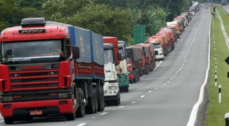 Caminhoneiros: Governo cria linha de crédito e anuncia R$ 2 bi para rodovias