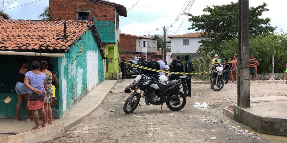 Jovem é executado a tiros em frente de casa no Ceará