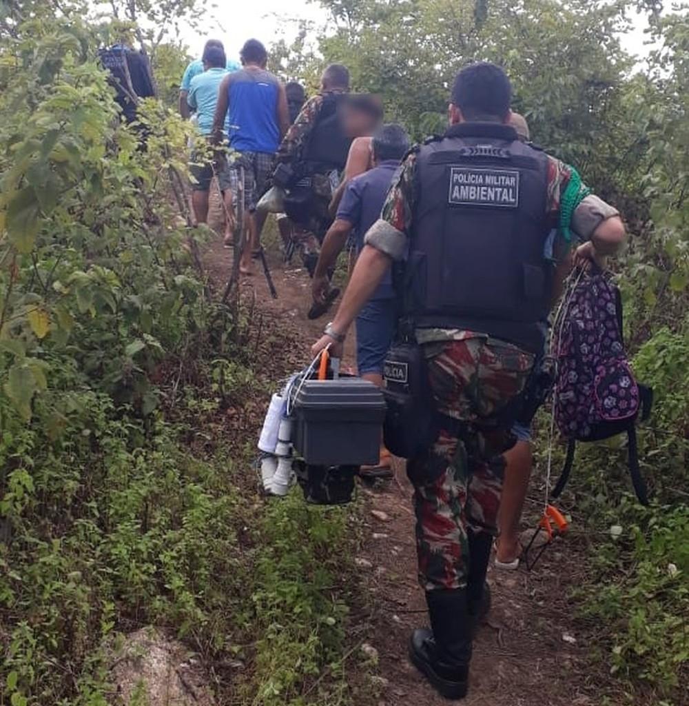 Dez pessoas são capturadas e 33 animais apreendidos em local usado para 'rinha de galo' no Ceará