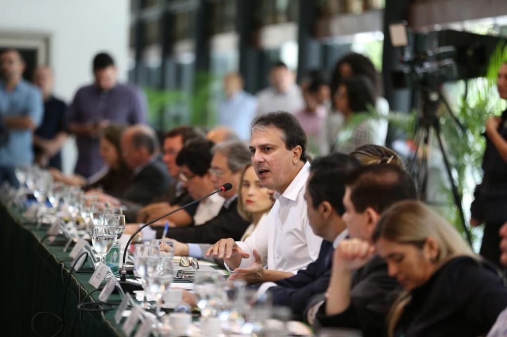 Ceará vai 'puxar o freio' dos gastos e pode reduzir custeio de emendas de deputados, diz Camilo Santana