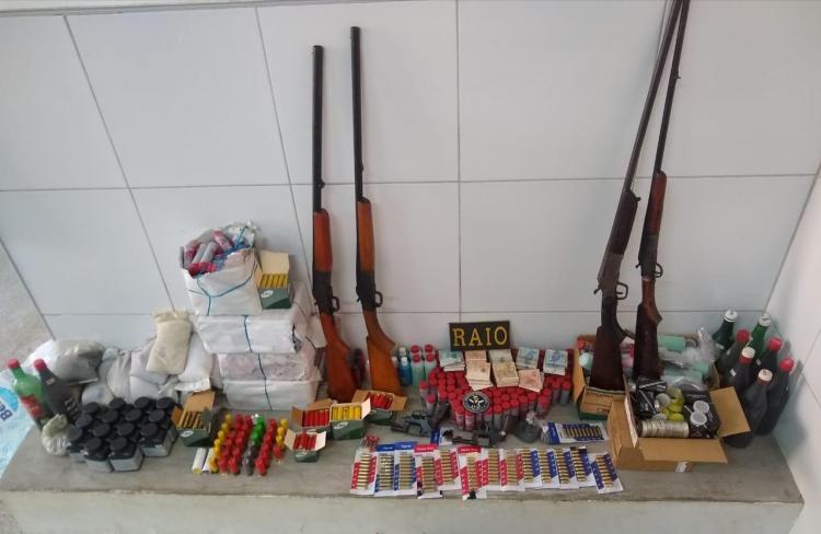 Polícia Militar de Canindé apreende arsenal de armas de fogo
