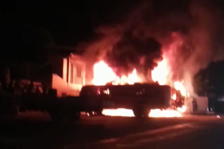 Ônibus escolares são queimados no município de Jucás
