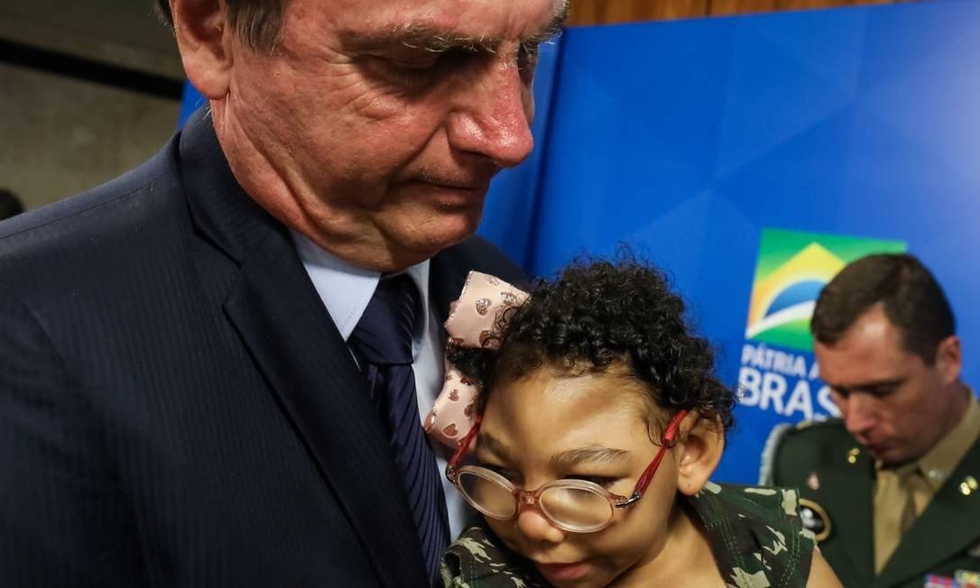Bolsonaro assina MP que cria pensão vitalícia para crianças com microcefalia decorrentes do Zika