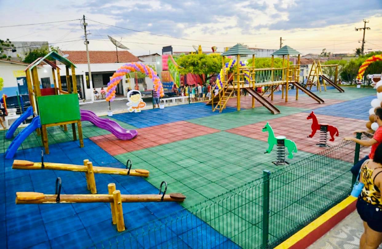 Governo entrega brinquedopraça e academia ao ar livre em Hidrolândia