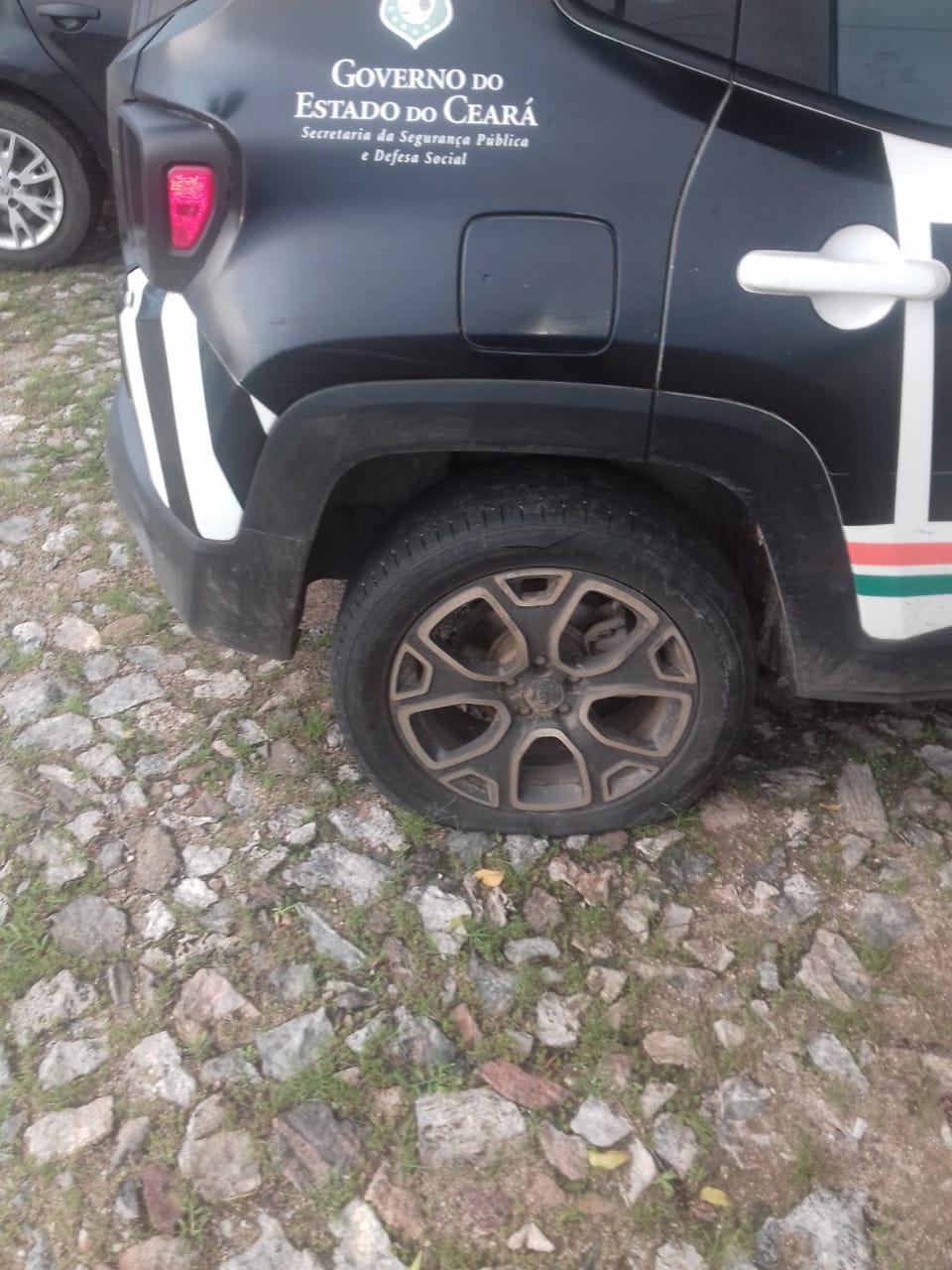 Viaturas da Polícia de Santa Quitéria são levadas e outras tem pneus furados