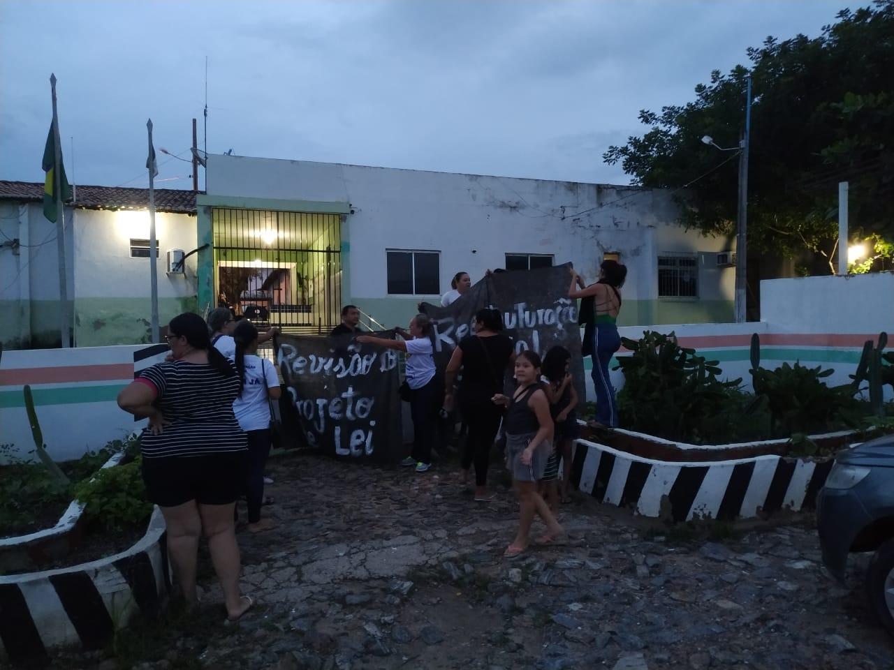 Paralisação: policiais desobedecem ordem judicial e governo anuncia  exclusão de militares da folha salarial