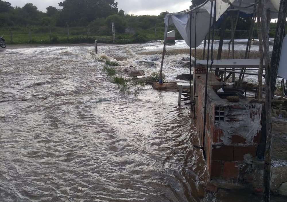 Chuvas atingem pelo menos 80 municípios no Ceará; três cidades registram mais de 100 milímetros