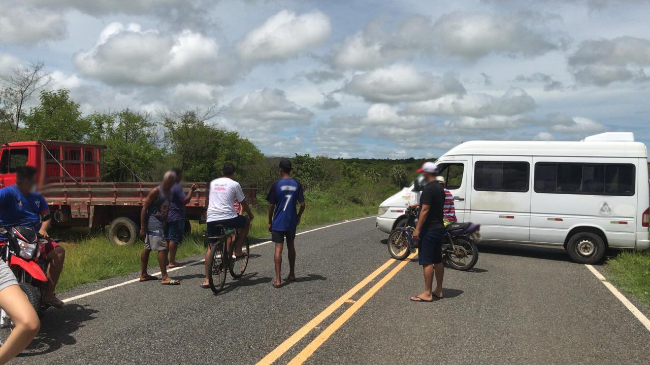 Policia manda remover o bloqueio da Localidade de Trapia, Após denuncia de alguns moradores
