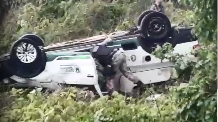 Ambulância de Santa Quitéria sofre acidente na BR 020 e deixa feridos