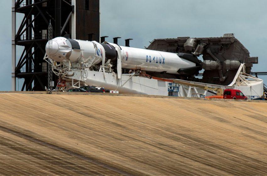De olho na previsão do tempo, SpaceX prepara lançamento de foguete com astronautas nesta quarta