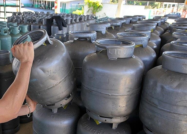 Mais de 64 mil vale-gás são entregues no primeiro dia de atendimento
