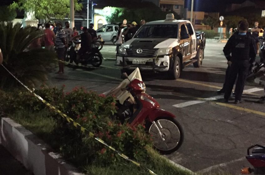Mulher é morta a facadas pelo ex-namorado na Praça da Matriz em Santa Quitéria; outro ferido segue em estado grave