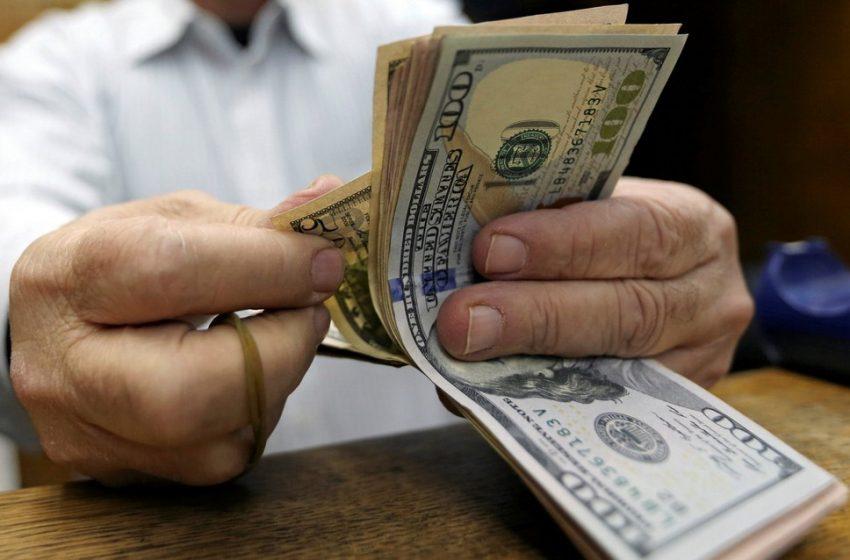 Dólar volta a bater R$ 5,79 com temor por 2ª onda de Covid