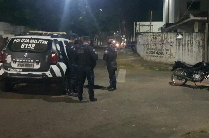 Dois homens são baleados enquanto praticavam assaltos no Bairro Montese, em Fortaleza; um deles morreu