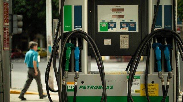 Petrobras reduz preço da gasolina em 4% a partir desta sexta-feira