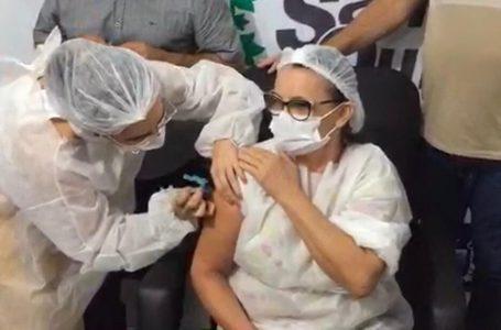 Vacina em Santa Quitéria: técnica de enfermagem é a primeira quiteriense a ser vacinada contra a Covid-19