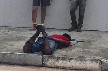 Homem invade casa para roubar fios elétricos e acaba amarrado por moradores